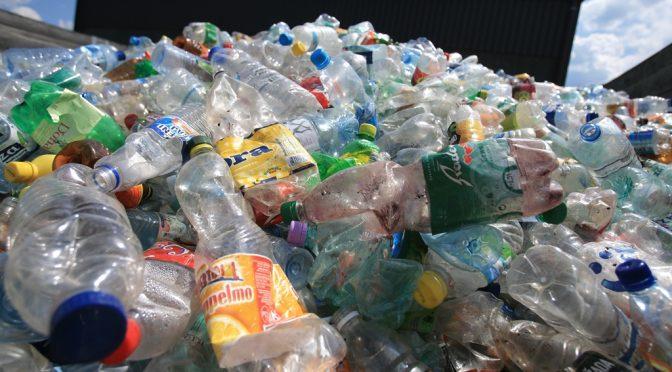 Svetovni dan Zemlje, onesnažene s plastiko
